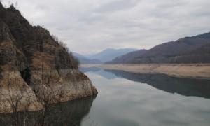 Vidraru, un lac cu personalitate! - Greenly Magazine