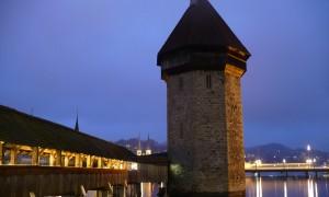 Lucerne Turnul cu apa Pod Lemn noaptea