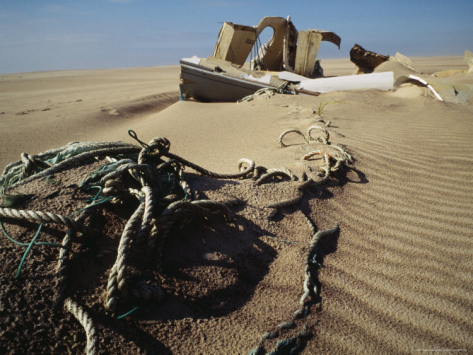 justin-guariglia-debris-from-a-shipwreck-lies-in-the-sands-of-sable-island_i-G-28-2890-DHEPD00Z