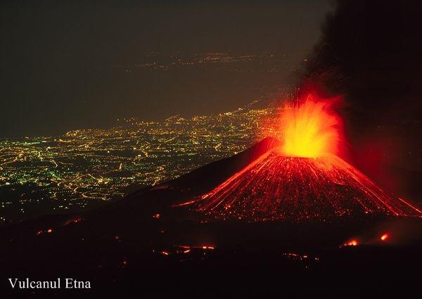 volcano-mount-etna-italy-2011-erupting-city-view_38627_600x450