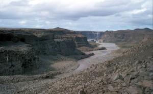 800px-Iceland_near_Dettifoss_1972