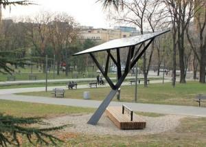 Strawberry-Tree-la-Timisoara-ne-putem-incarca-telefoanele-in-parc-folosind-energia-solara-4