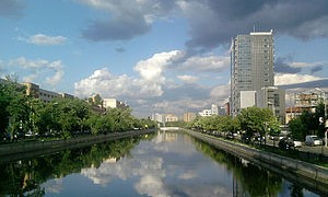 Dambovita_near_Ciurel_Bridge_in_Bucharest