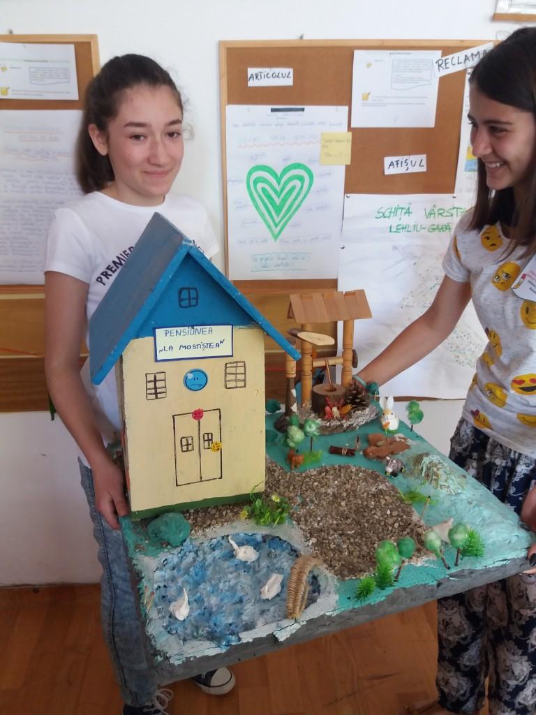 Atelier de creație - gospodărie reconstruita de elevi.
